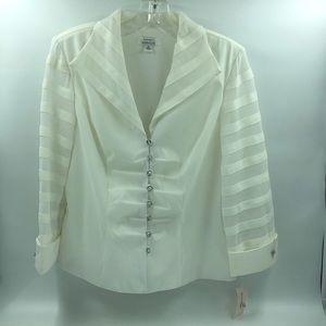 Fitted white blazer
